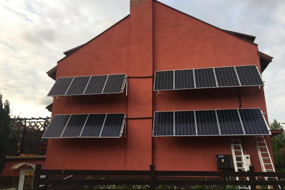 sun energy solutions - instalacja fotowoltaiczna na elewacji domu