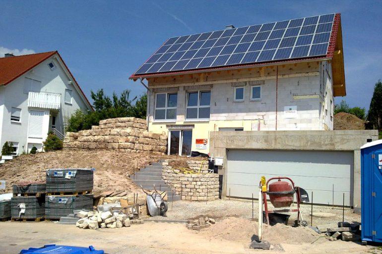 Budowa domu a panele fotowoltaiczne