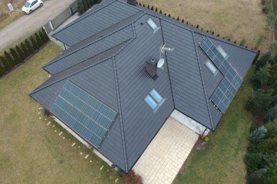 instalacja fotowoltaiczna na dachu domu jednorodzinnego z dotacją z programu Mój Prąd
