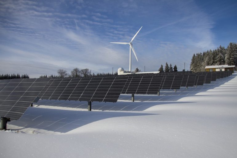 panele słoneczne a warunki atmosferyczne