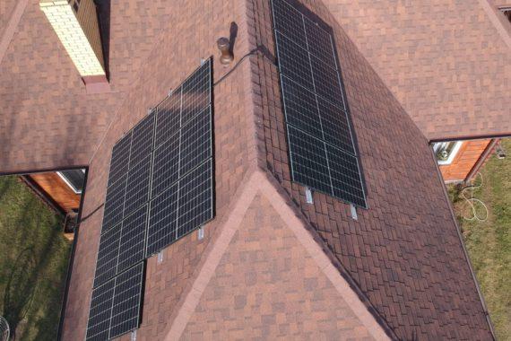 elektrownia słoneczna - panele fotowoltaiczne na dachu domu jednorodzinnego - moc 3,4 KW