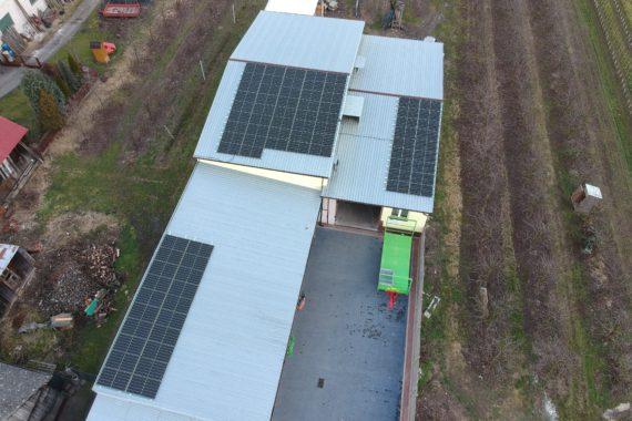 instalacja fotowoltaiczna na dachu udynku gospodarczego - luty 2020